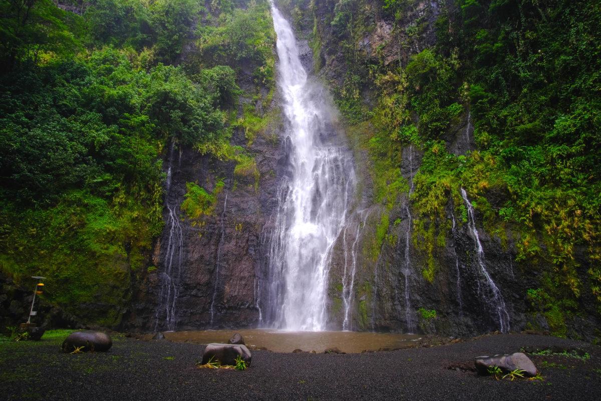 Die Tefaarumai Wasserfälle auf Tahiti sind eine herrliche Idylle im polynesischen Dschungel, Französisch Polynesien - © Nicholas Dalessandro / Shutterstock