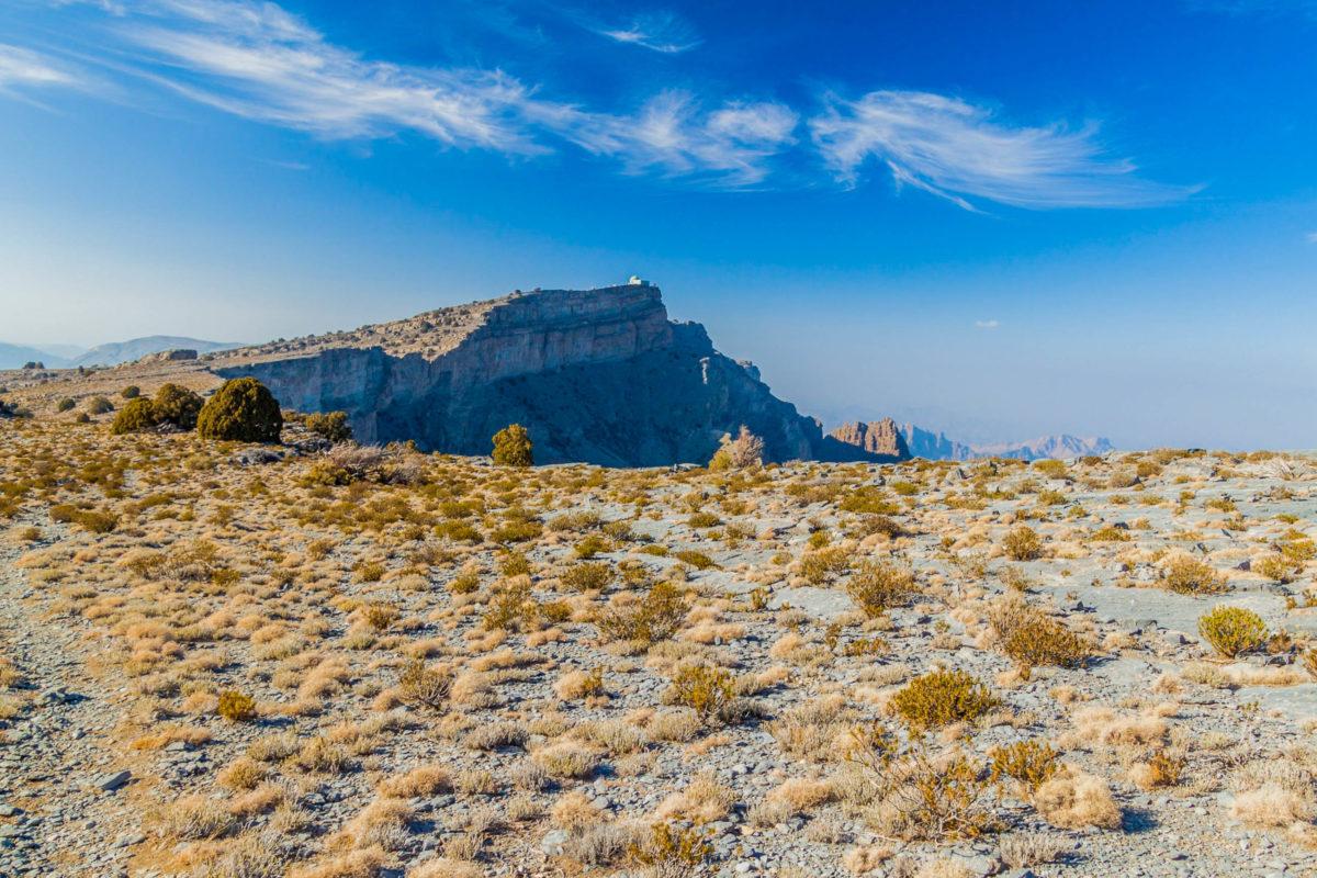 Der Nordgipfel des Jebel Shams ist militärisches Sperrgebiet, somit ist für Zivilisten nur der etwa 20m tiefer gelegene Südgipfel zugänglich, Oman - © Matyas Rehak / Shutterstock