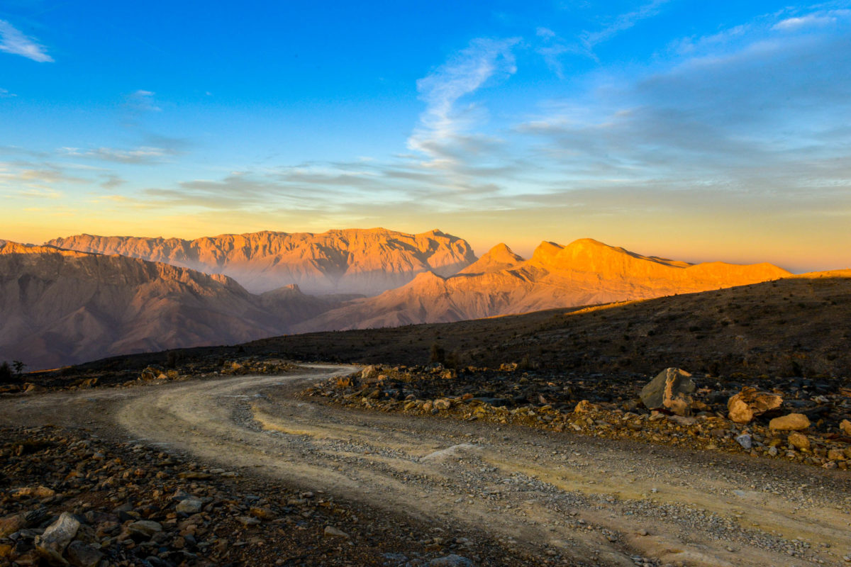 Sonnenaufgang am Jebel Shams im Hajar-Gebirge, Oman - © Rajesh. Rajan / Shutterstock
