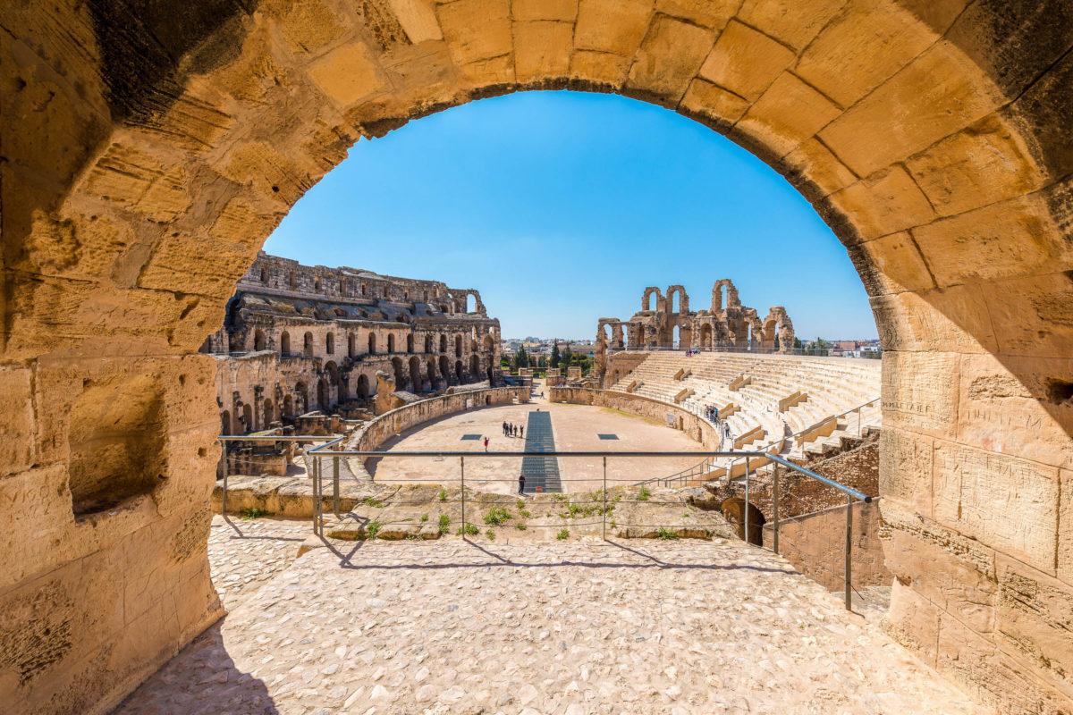 Das Amphitheater in der Stadt El Djem, Tunesien wird seit 1979 von der UNESCO als Weltkulturerbe geführt - © Anibal Trejo / Shutterstock