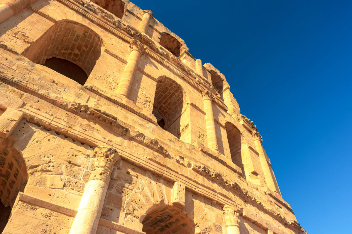 Das römische Amphitheater in El Dje ist eine der touristischen Hauptattraktionen in Tunesien und Nordafrika - © Romas_Photo / Shutterstock