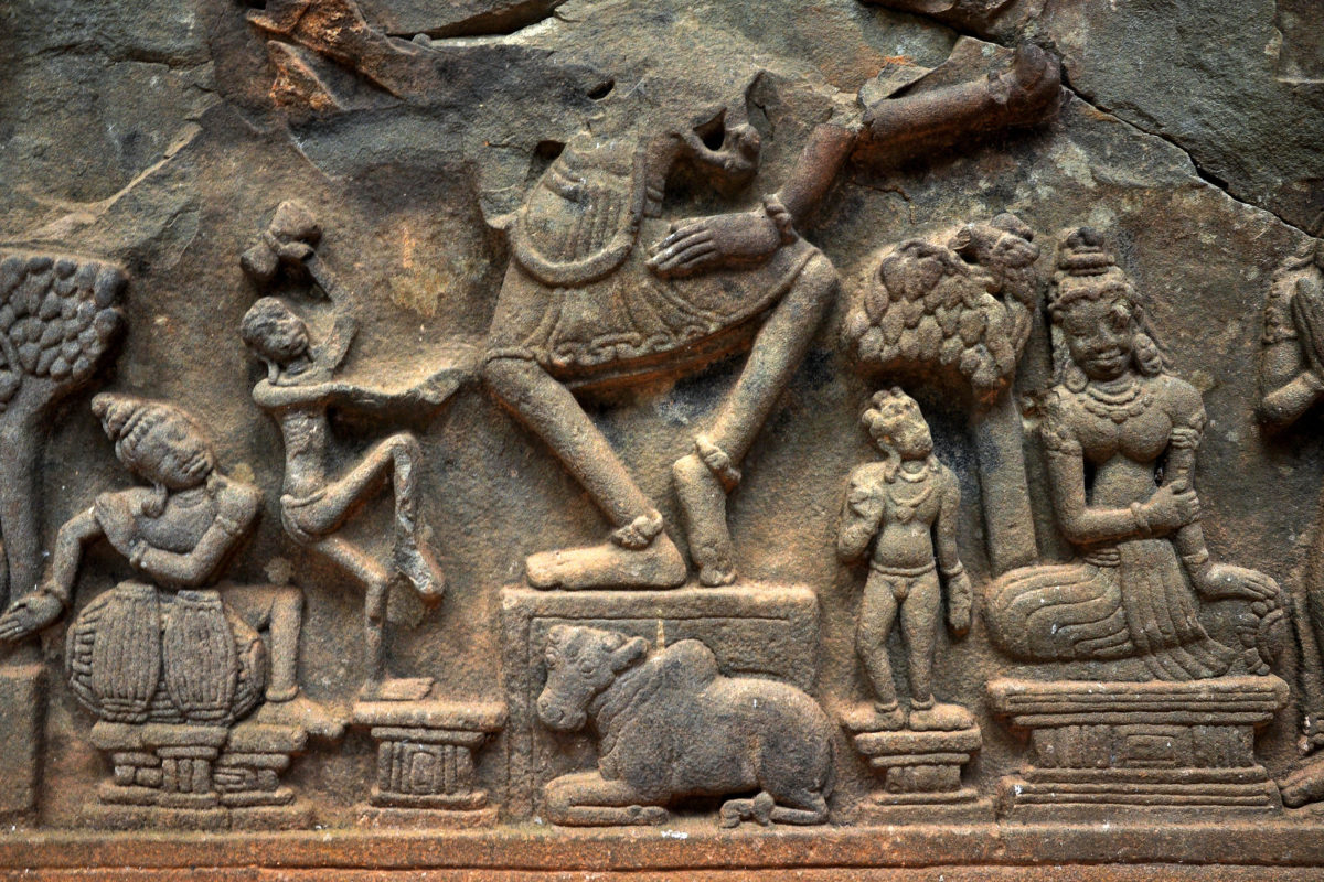 Die Fassaden in der Tempelanlage My Son in Vietnam strotzen nur so vor meisterhaft gearbeiteten steinernen Skulpturen, Ornamenten und Pflanzenranken - © salajean / Shutterstock