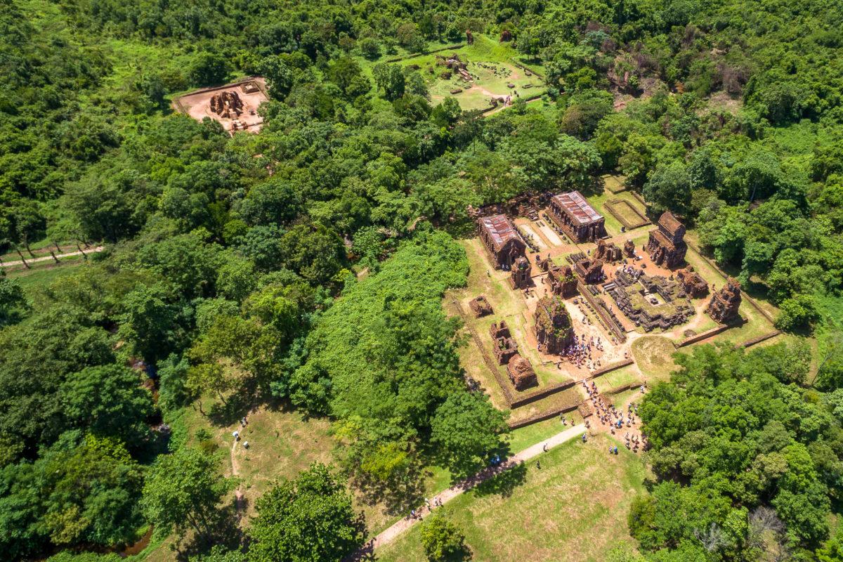 Die systematische Erforschung der Tempelanlage My Son begann 1899 durch den französischen Archäologen Henri Parmentier, Vietnam - © Mrkela / Shutterstock