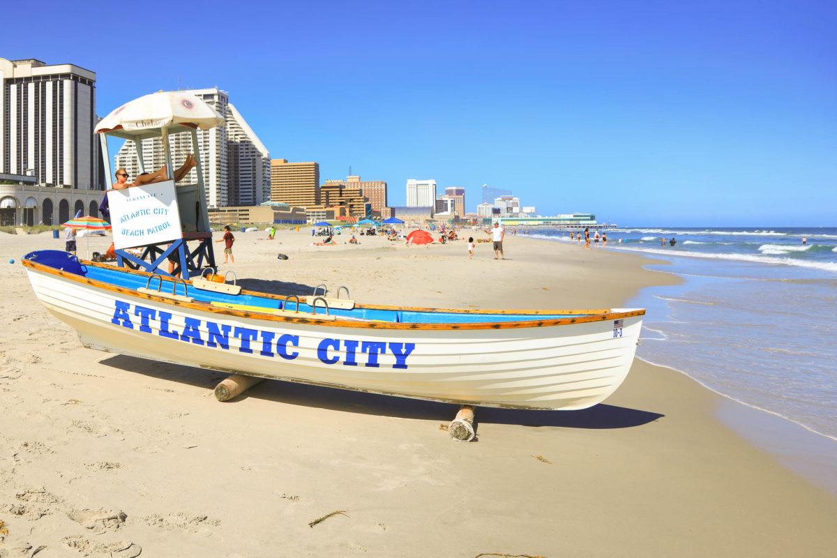 Trotz ihrer einzigartigen Lage direkt am – beziehungsweise im – Atlantik, eignet sich Atlantic City nicht für einen klassischen Badeurlaub, USA - © SNEHIT PHOTO / stock.adobe.com