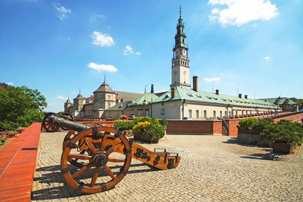 Vor allem an hohen kirchlichen Feiertagen zieht das Kloster Jasna Góra hunderttausende Gläubige an, Tschenstochau, Polen - © HAL-9000 / Shutterstock