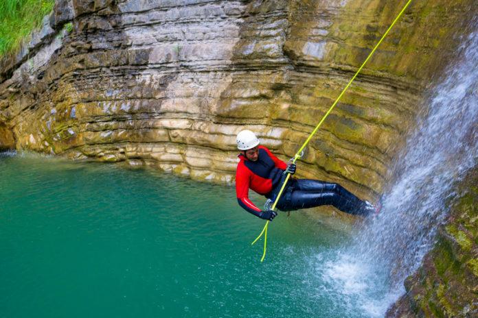 Canyoning bietet intensive Erlebnisse - © pedrosala / stock.adobe.com
