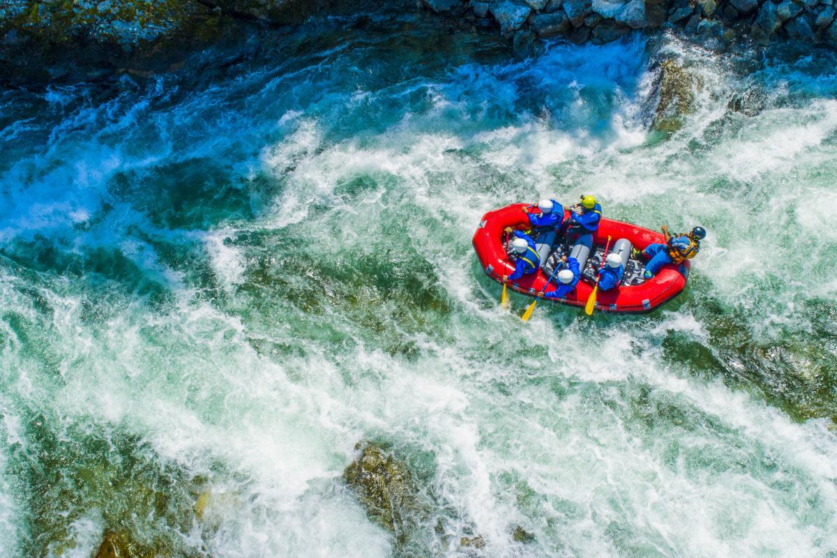 Rafting ist eine Wassersportart, die sich unter Aktivurlaubern steigender Beliebtheit erfreut - © Arcansél / stock.adobe.com