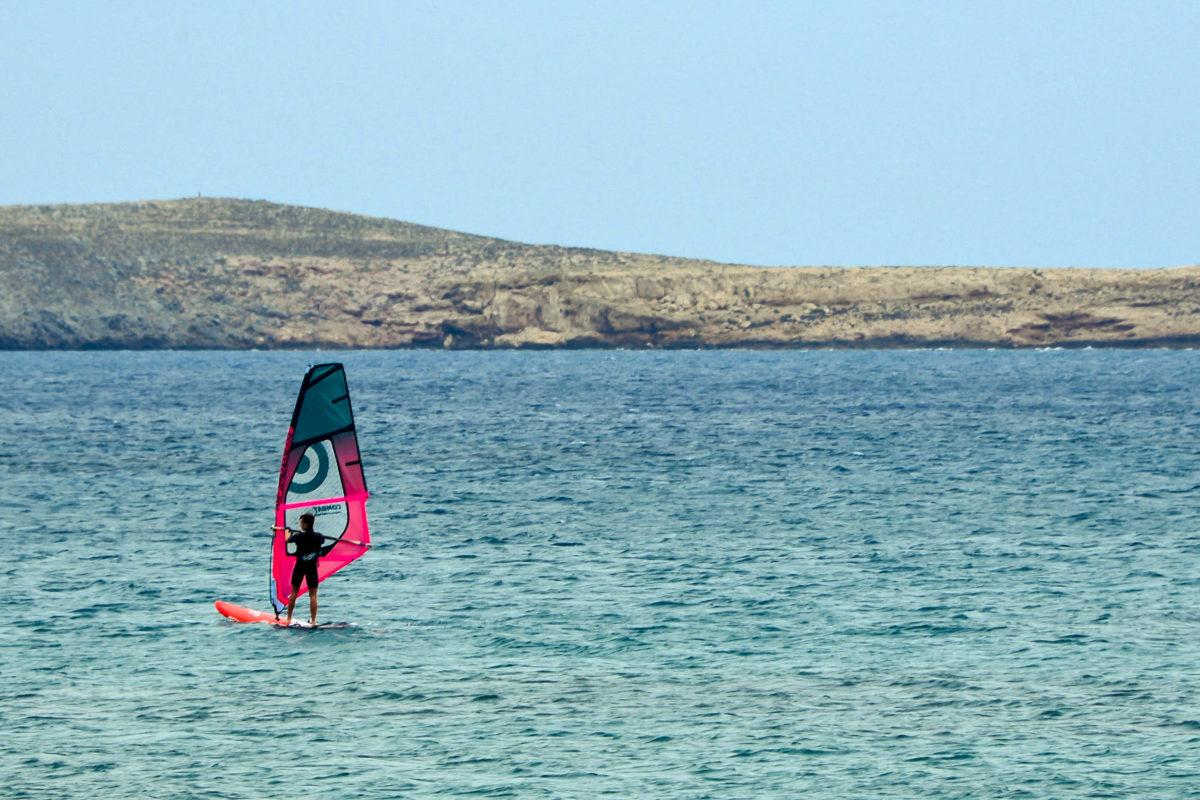 Starker Wind am Strand ist für Aktivurlauber ein Geschenk und lädt zum Wind- oder Kitesurfen ein - © FRASHO / franks-travelbox