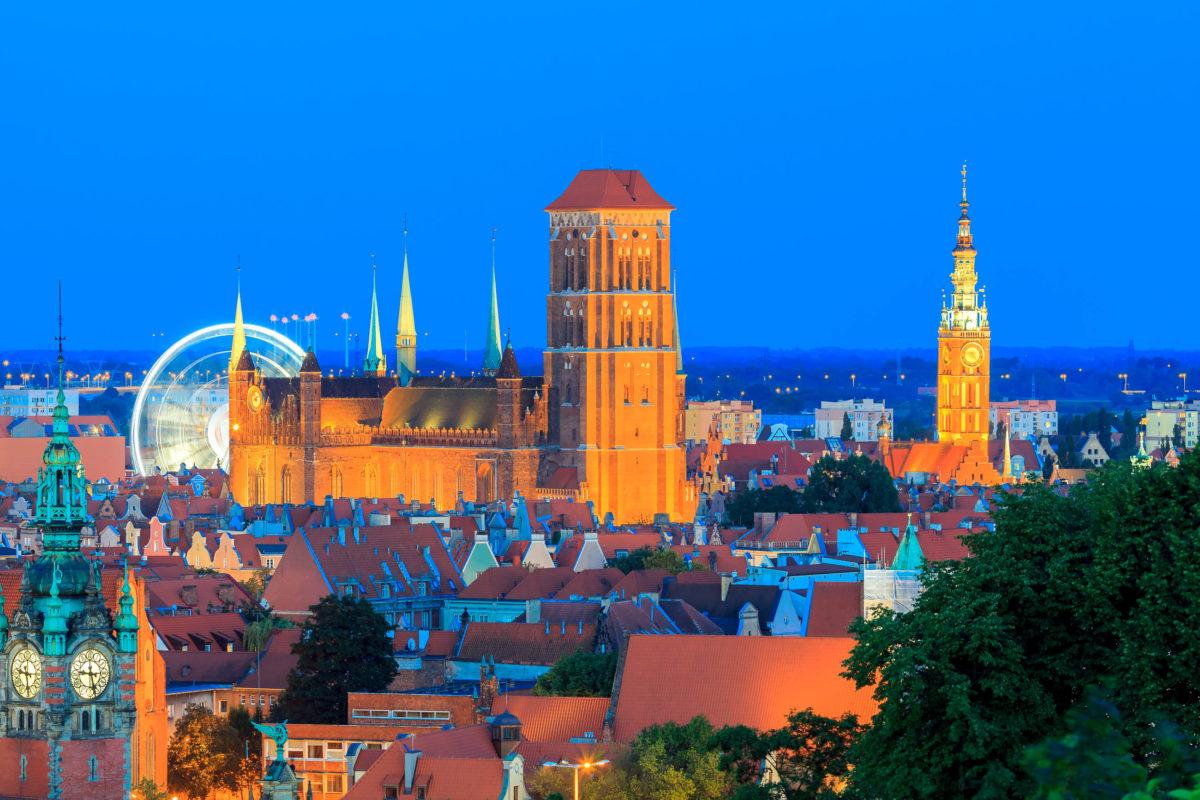 Der Bau der gigantischen Marienkirche in Danzig wurde im Jahr 1343 begonnen und nach einer Bauzeit von 159 Jahren beendet, Polen - © kavalenkau / Shutterstock