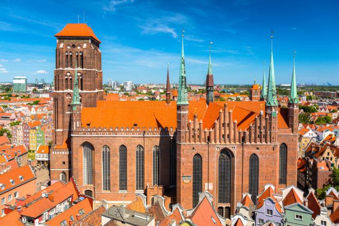 """Für den katholischen König Polens wurde Ende des 17. Jahrhunderts eigens die karmesinrote """"Königliche Kapelle"""" errichtet - © Patryk Kosmider / Shutterstock"""