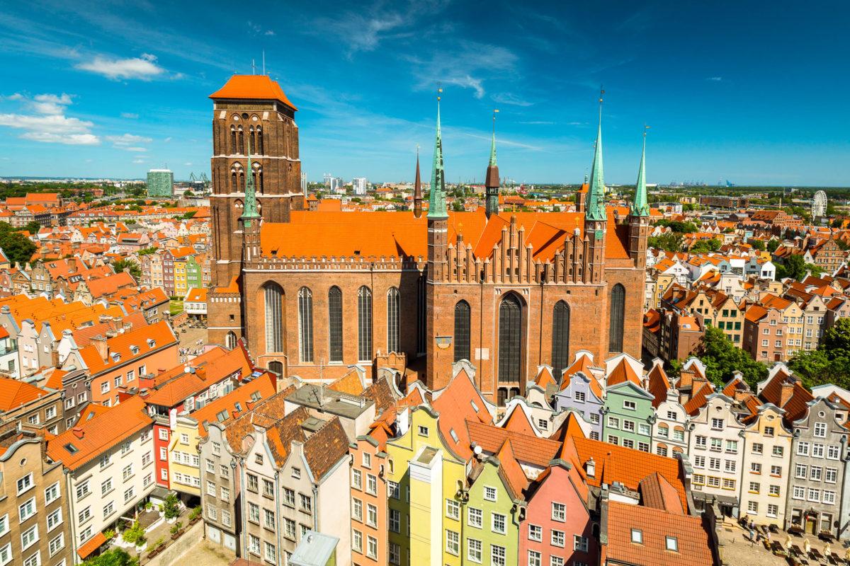 Im Zweiten Weltkrieg wurde die Marienkirche fast völlig zerstört, 1946 begann der Wiederaufbau, 1955 wurde sie feierlich neu eingeweiht, Polen - © Patryk Kosmider / Shutterstock