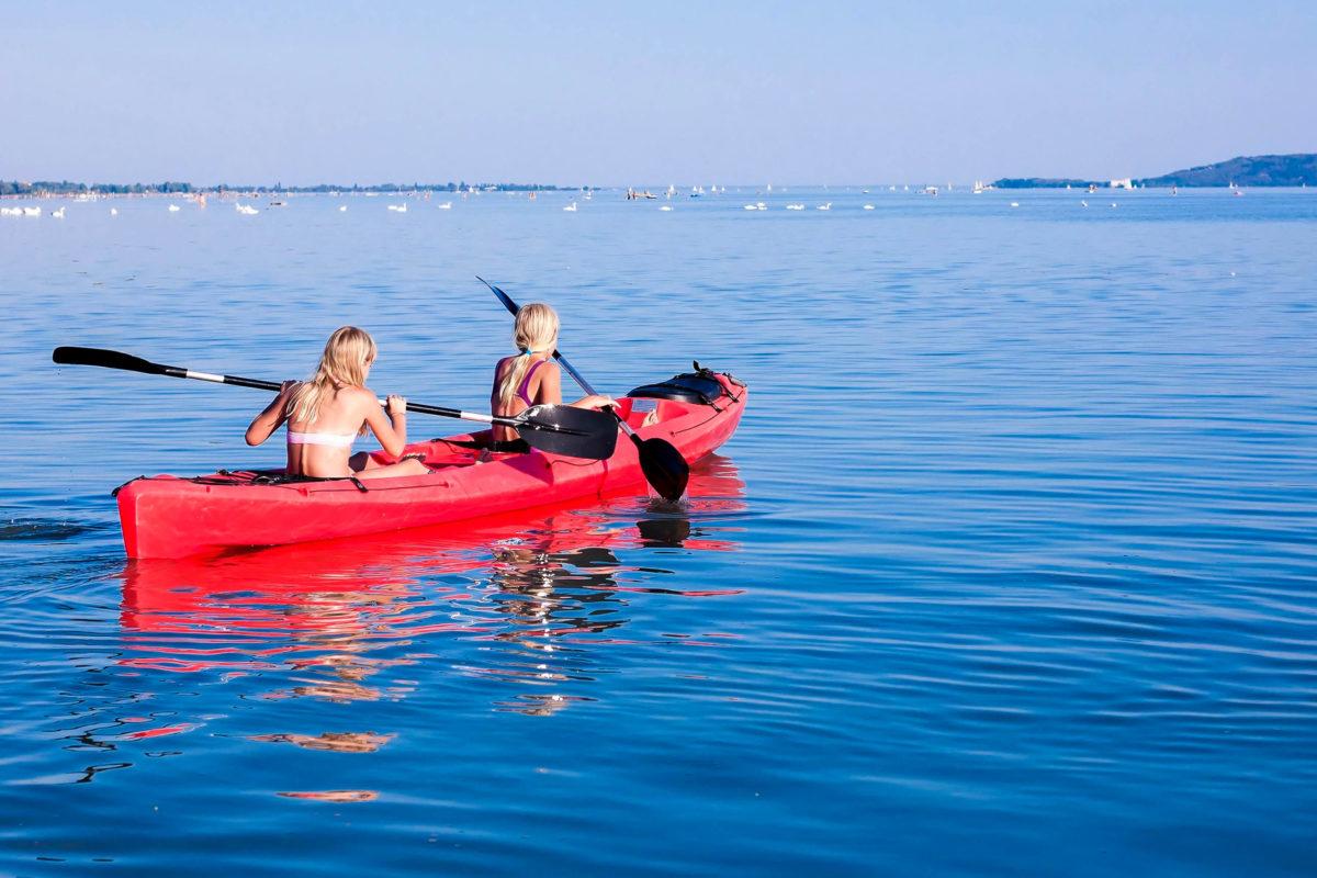 Das Kanu in all seinen Ausprägungen erfreut sich bei Aktivurlaubern großer Beliebtheit - © andras_csontos / Shutterstock